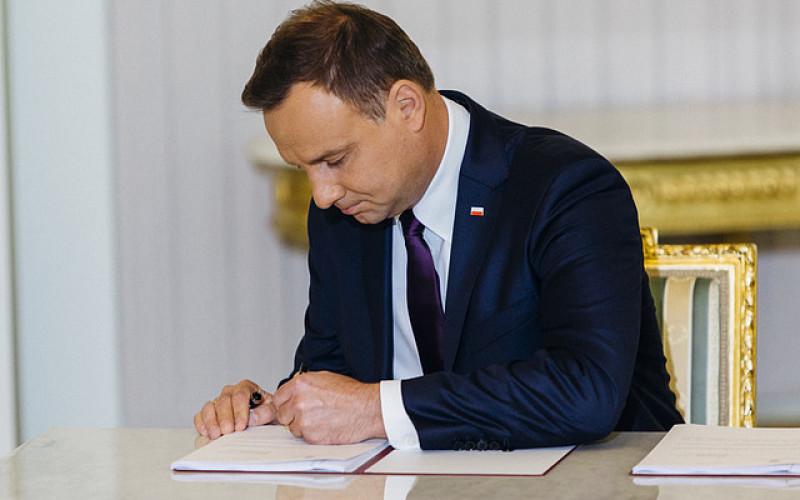 Prezydent podpisał ustawę, która udostępnia m.in. zasoby archiwów