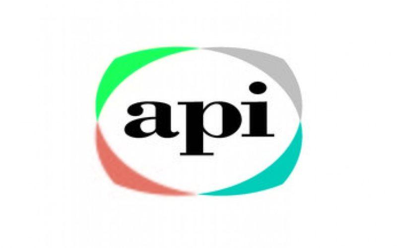 API wprowadza na rynek nową serię laminatów holograficznych nie zawierających plastiku