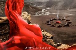 CZERWONY NAMIOT Anity Diamant od 13 czerwca w księgarniach, a mini serial na platformie NETFLIX