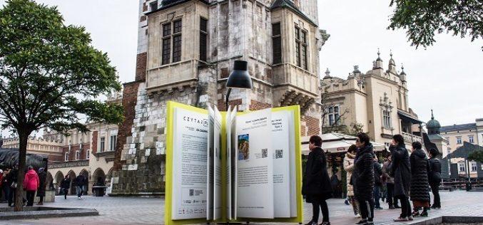 Dwumetrowa książka na krakowskim Rynku!
