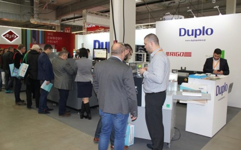 Sukces premierowego w Polsce  pokazu maszyny Duplo DuSense  do lakierowania UV 3D