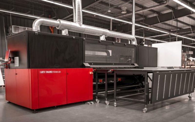 Colours Factory po raz trzeci inwestuje w wielkoformatowy ploter inkjetowy firmy Agfa