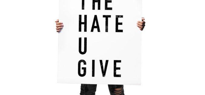 """""""Nienawiść, którą dajesz"""" – filmowe wydanie bestsellera już w księgarniach!"""