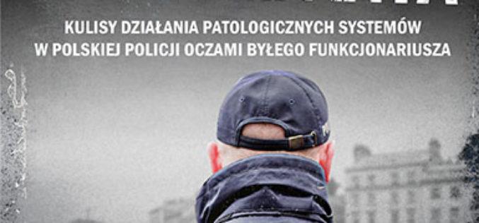 """""""Folwark komendanta"""". Brutalna rzeczywistość pracy w polskiej policji oczami byłego funkcjonariusza"""